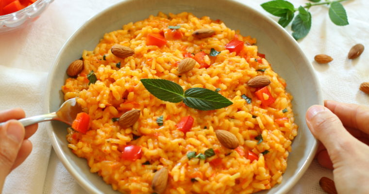 Rotes Paprika-Risotto mit Minze & Mandeln