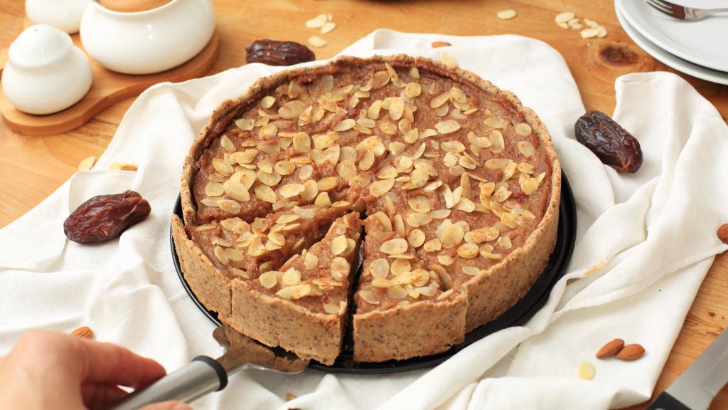 Glutenfreie, zuckerfreie Mandel-Crostata mit Dattel-Birnencreme
